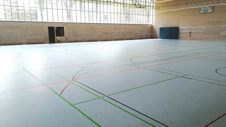 Nach mehrmonatiger Schließung kann die Halle pünktlich zu Semesterbeginn wieder genutzt werden.